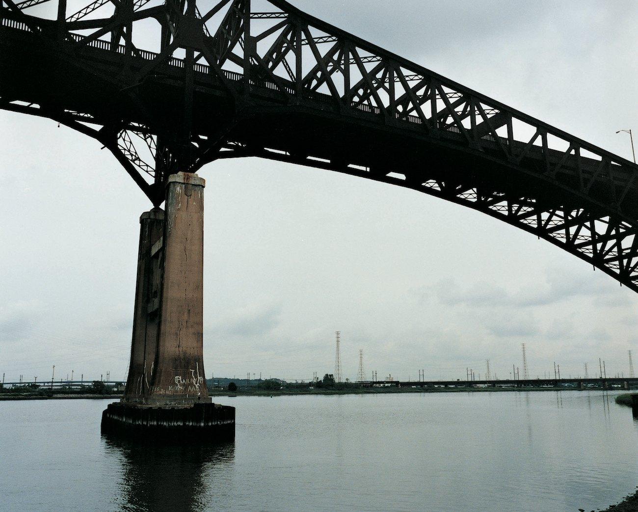 Bridge over Hackensack, 2006, c-print, 100 x 125 cm