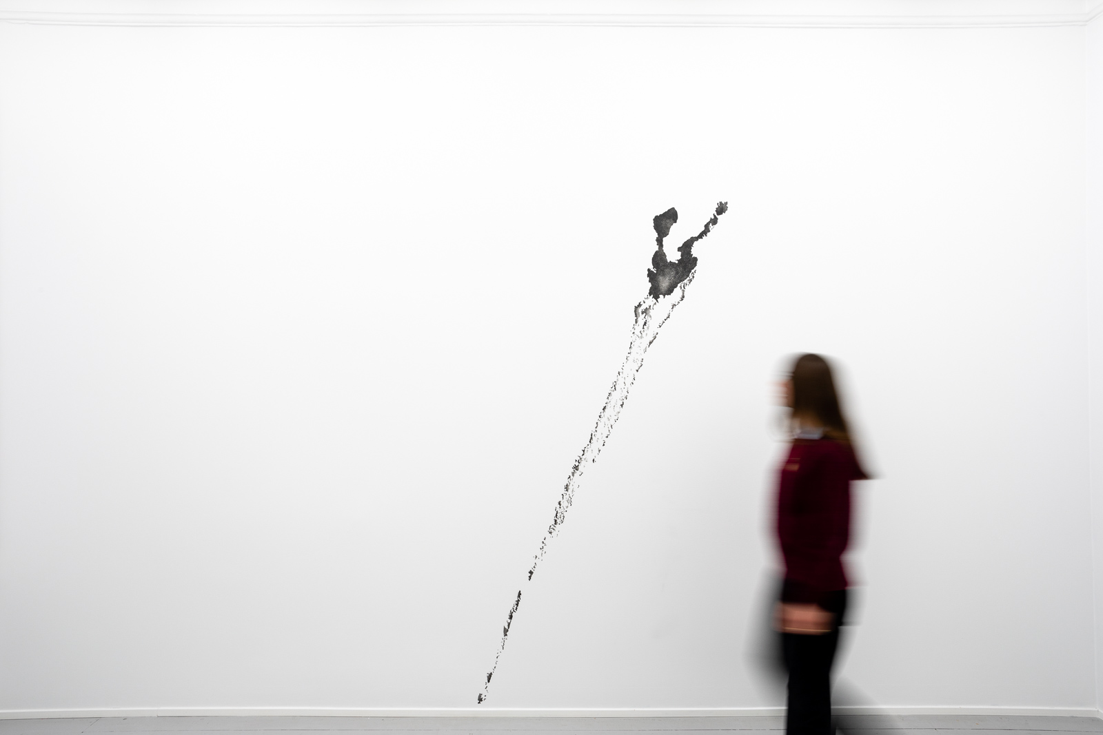 Wall Drawing for Galleri Riis IV, 2019. Crayon on wall, W 517 x H 334 cm. Unique