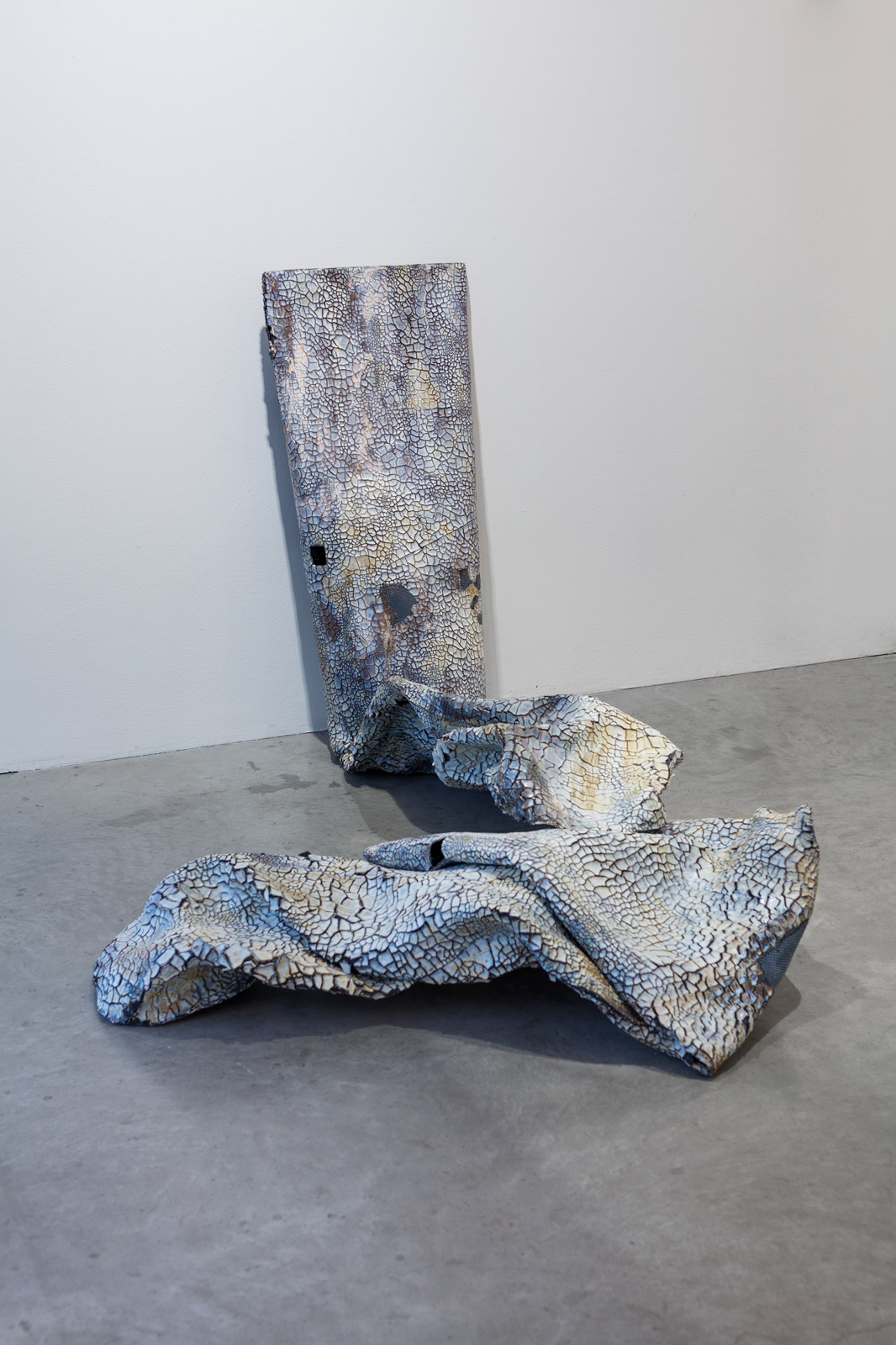 Tubus Titan 4-5 (from a series of 11 sculptures in steel-reinforced ceramics) with titanium dioxide and sinter engobe. 102 x 128 x 48 cm / 31 x 78 x 114 cm, in two parts placed on the floor.
