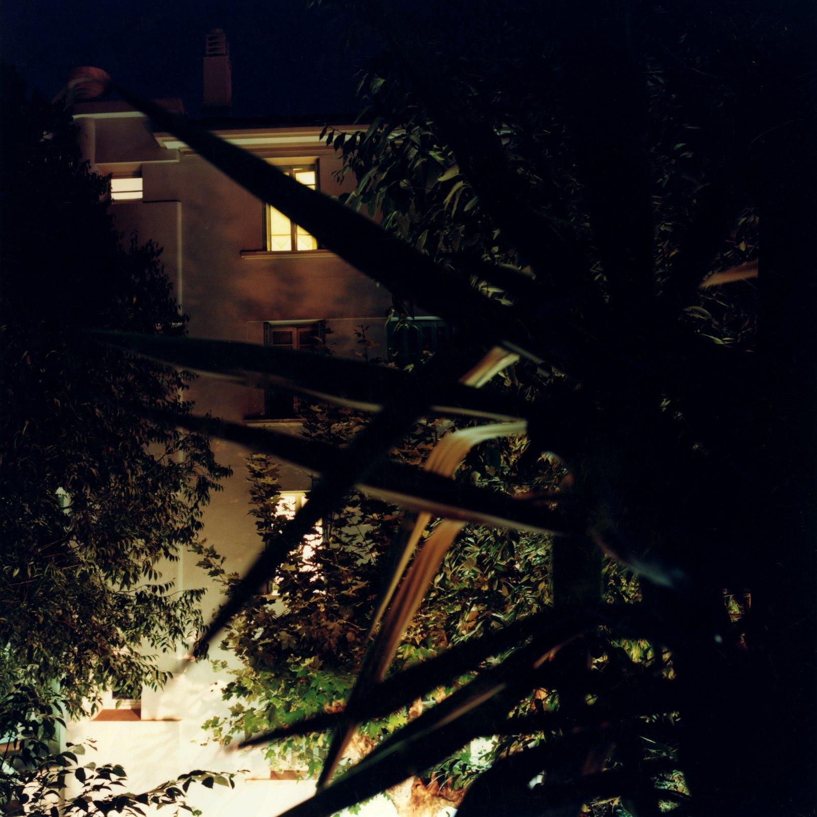 Balcony Bird 23:04, 2008, C-print, 100 x 100 cm