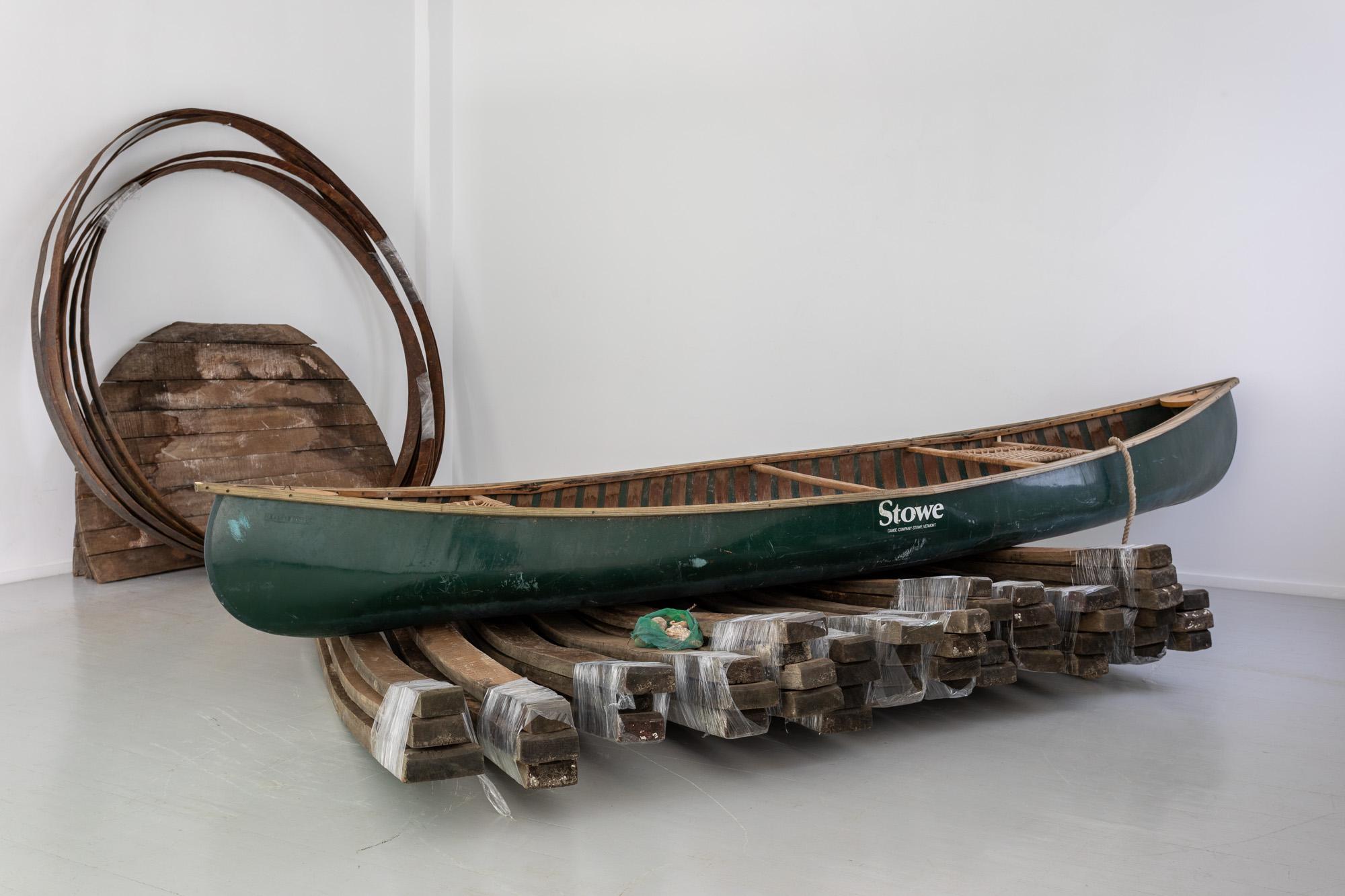 DET FINNS EN PLAN FÖR DET HÄR, 2020Fjorden. Oak wood, iron rings and canoe, dimensions variable