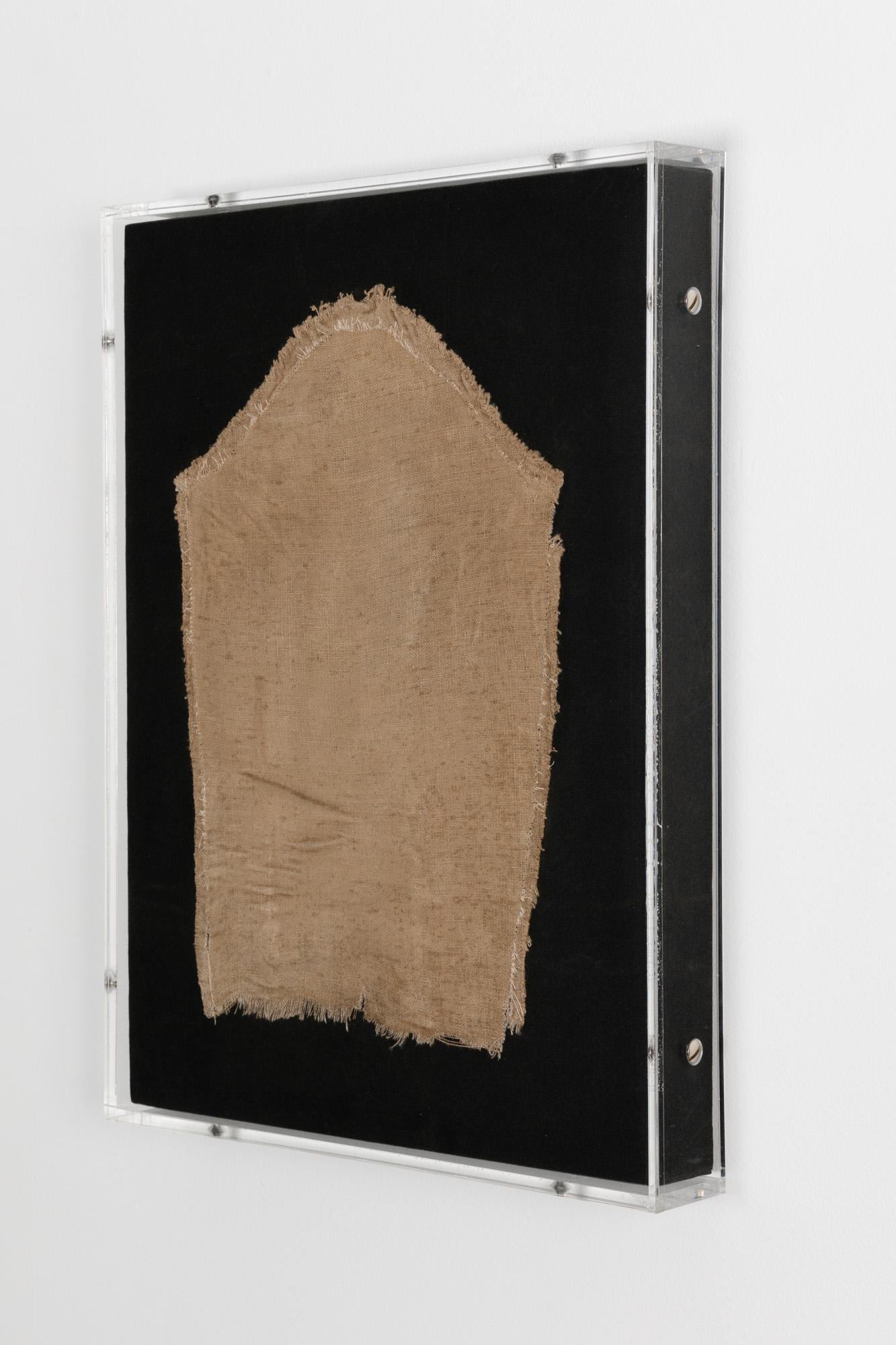 Minimal Information Waxcloth, 2020. Textile in artist's frame (plexiglass, wood and aluminum), 41,5 x 31,5 x 4,5 cm