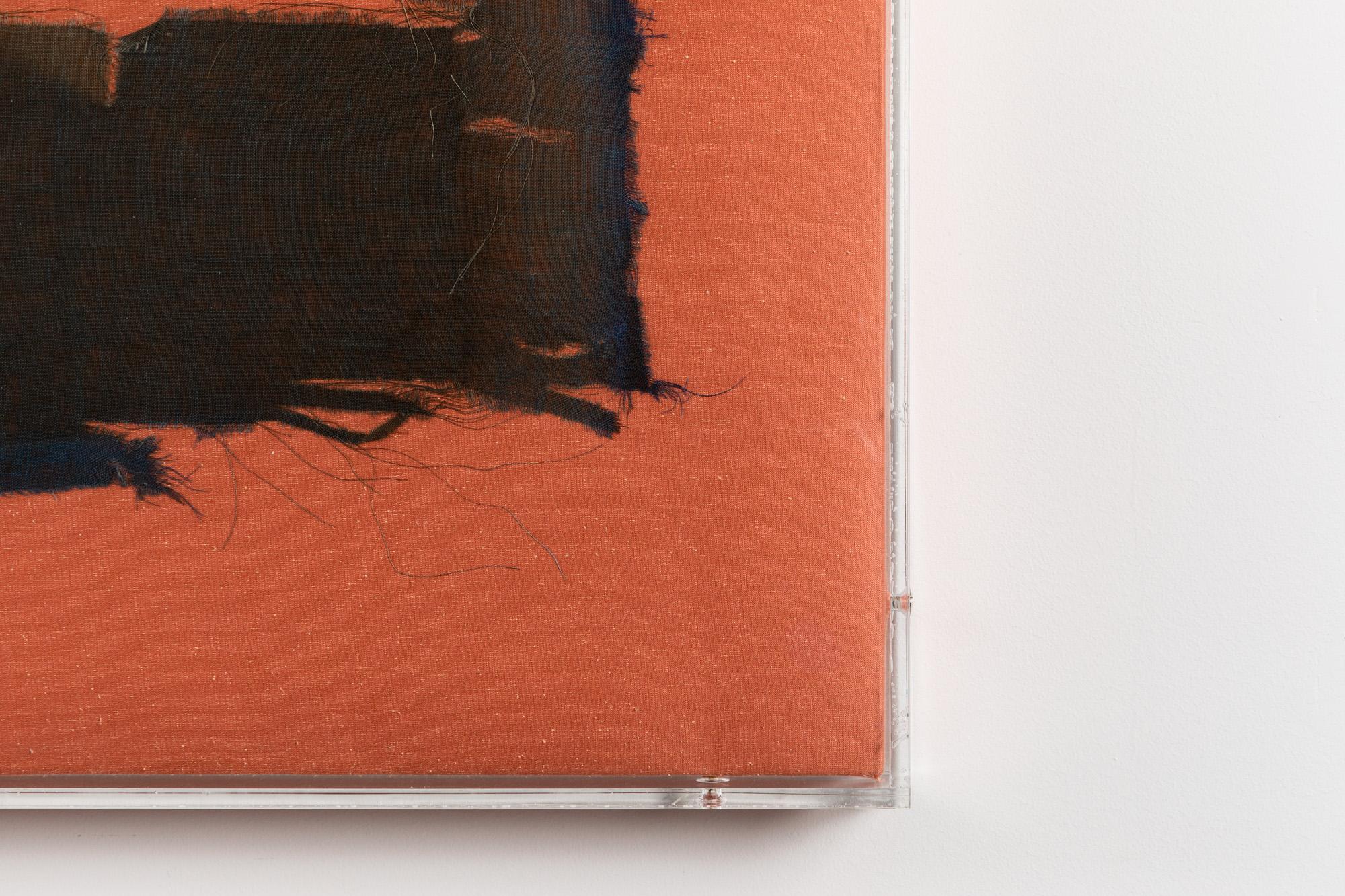 Minimal Information Peach Piano, 2020. Textiles in artist's frame (plexiglass, wood and aluminum), 110 x 146,5 x 5 cm. Detail