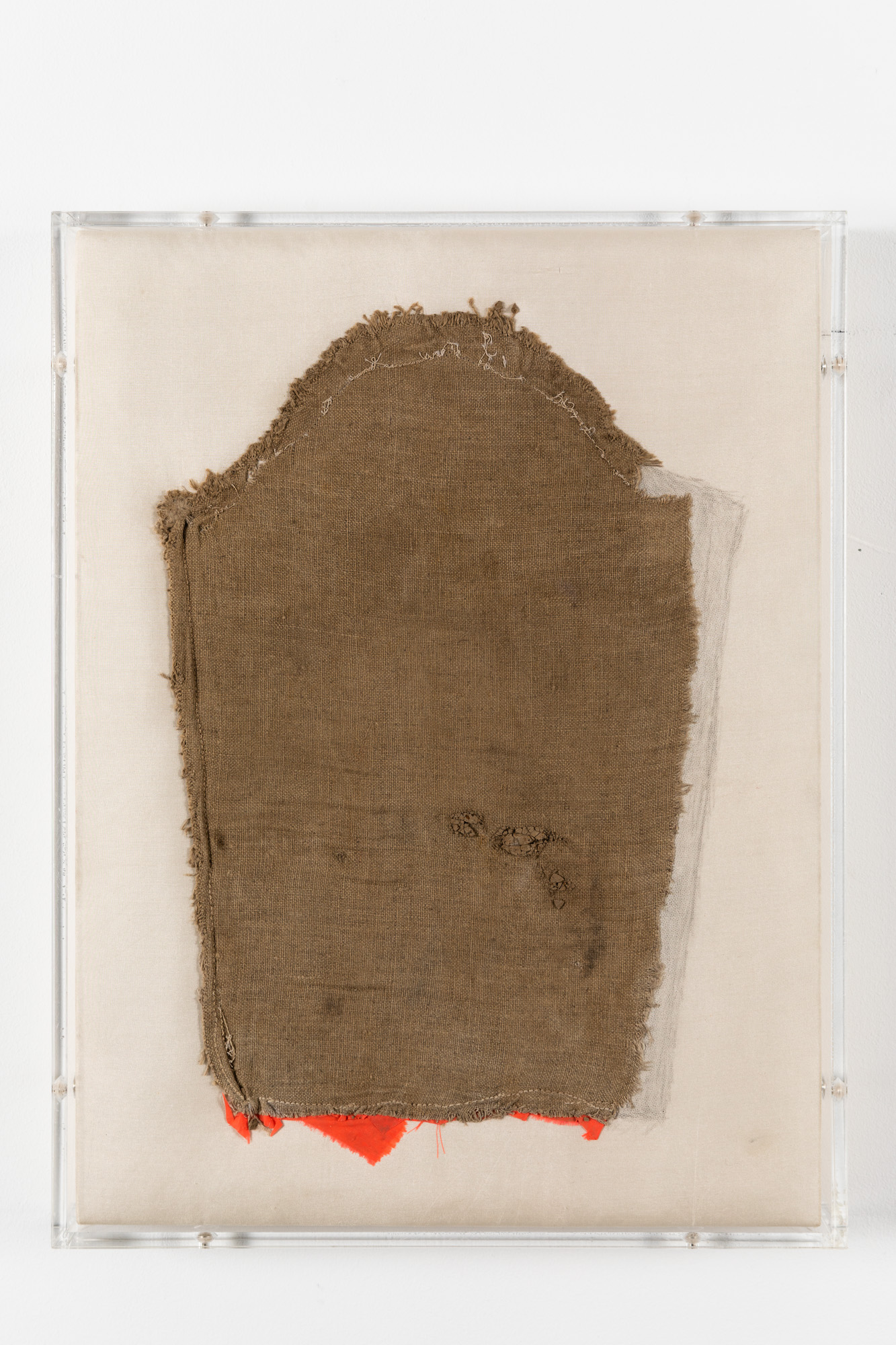 Minimal Information Light, 2020. Textile in artist's frame (plexiglass, wood and aluminum), 41,5 x 31,5 x 4,5 cm