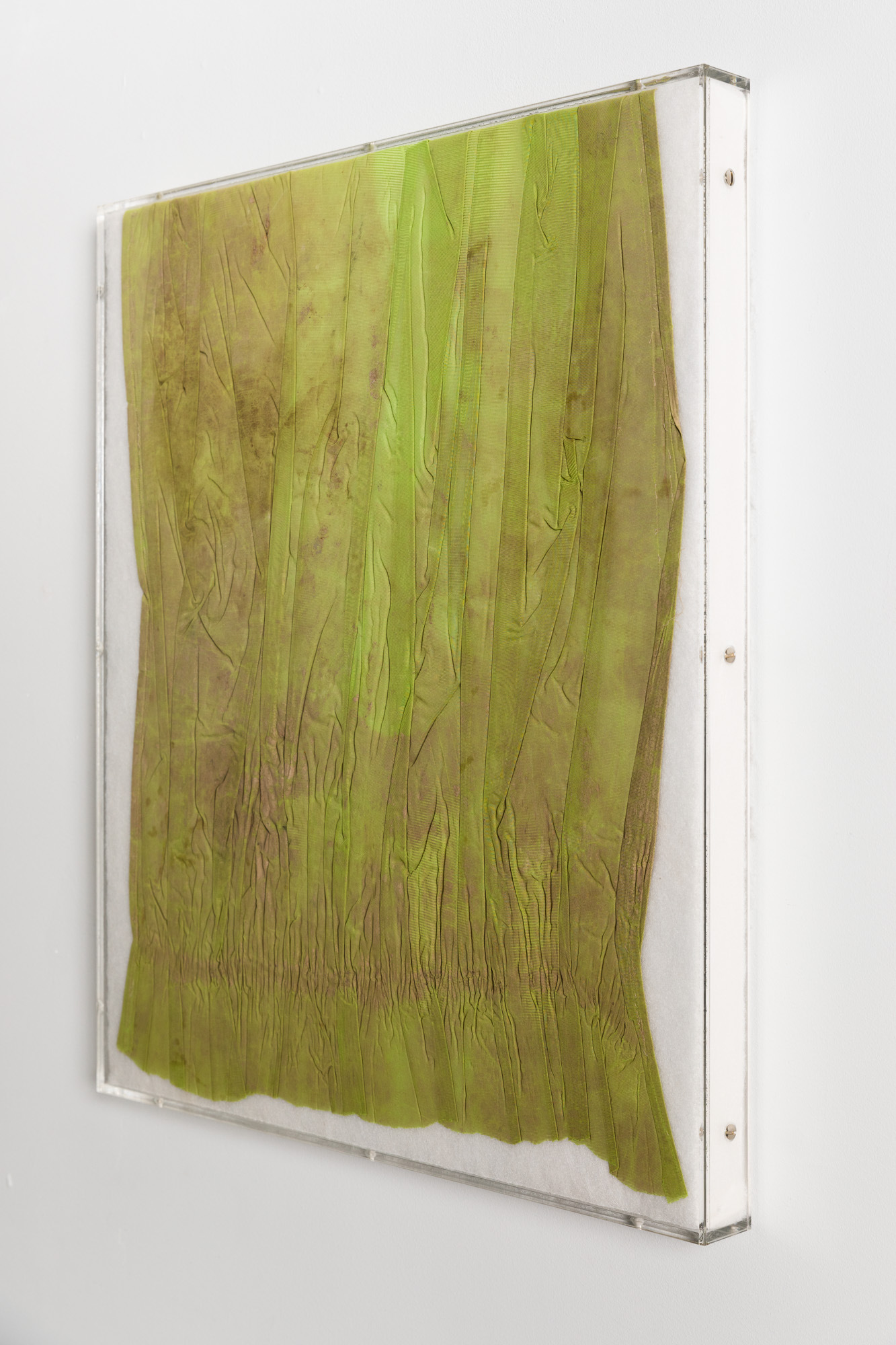Minimal Information Curtain, 2020. Textiles in artist's frame (plexiglass, wood and aluminum), 66,5 x 56,5 x 4,5 cm