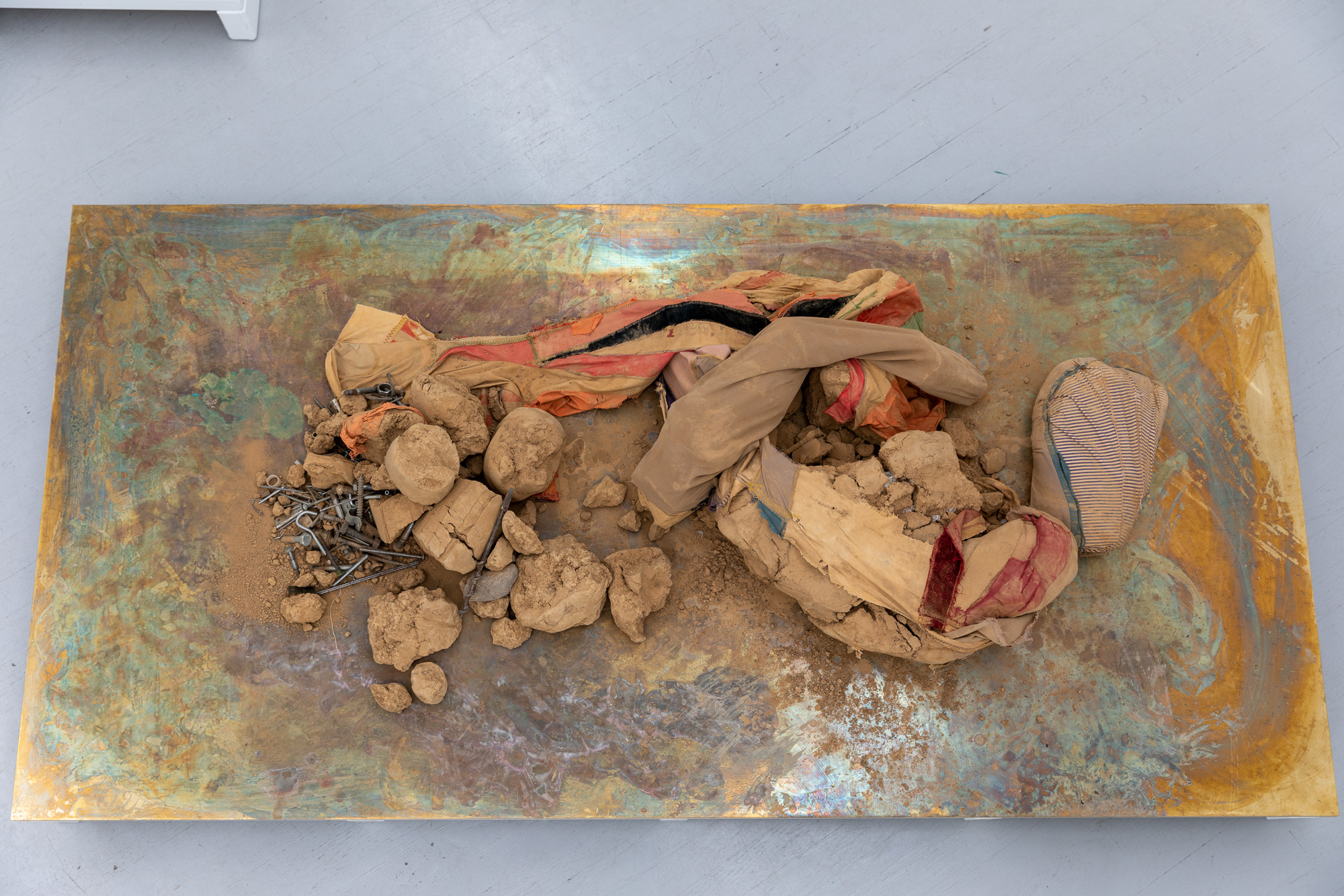 Palett Universe, 2020. Mixed media (textile, clay, steel, powder-coated steel, brass, plywood) on artist designed pedestal, 36 x 200 x 100 cm
