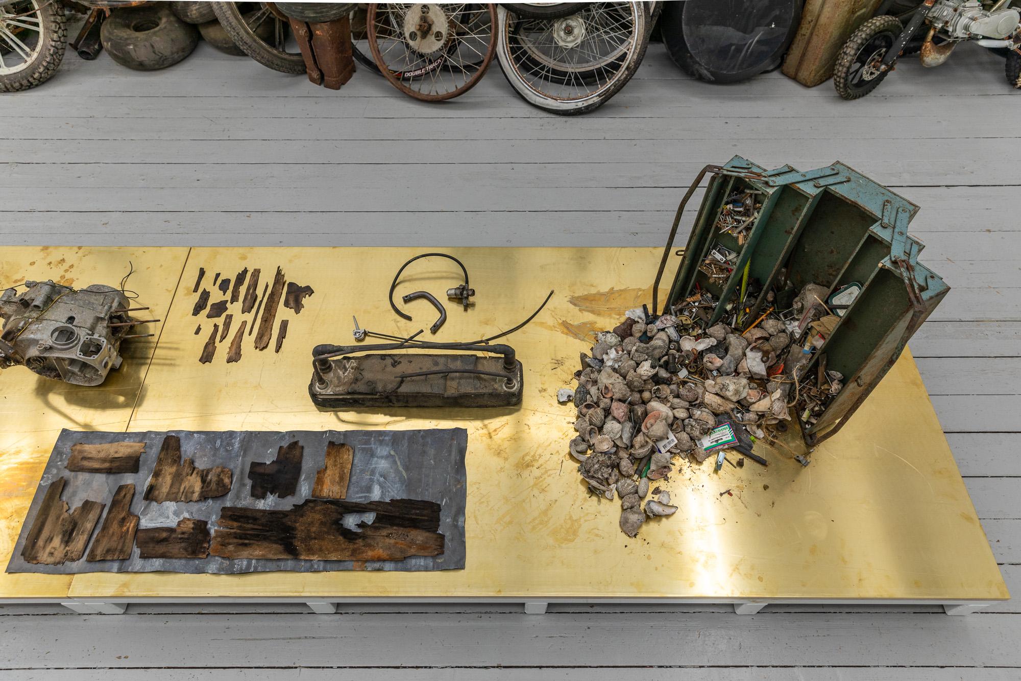 Catwalk Palett, 2020, Mixed media (textile, clay, powder-coated steel, brass, plywood, shells) on artist designed pedestal, 67 x 100 x 400 cm. Detail