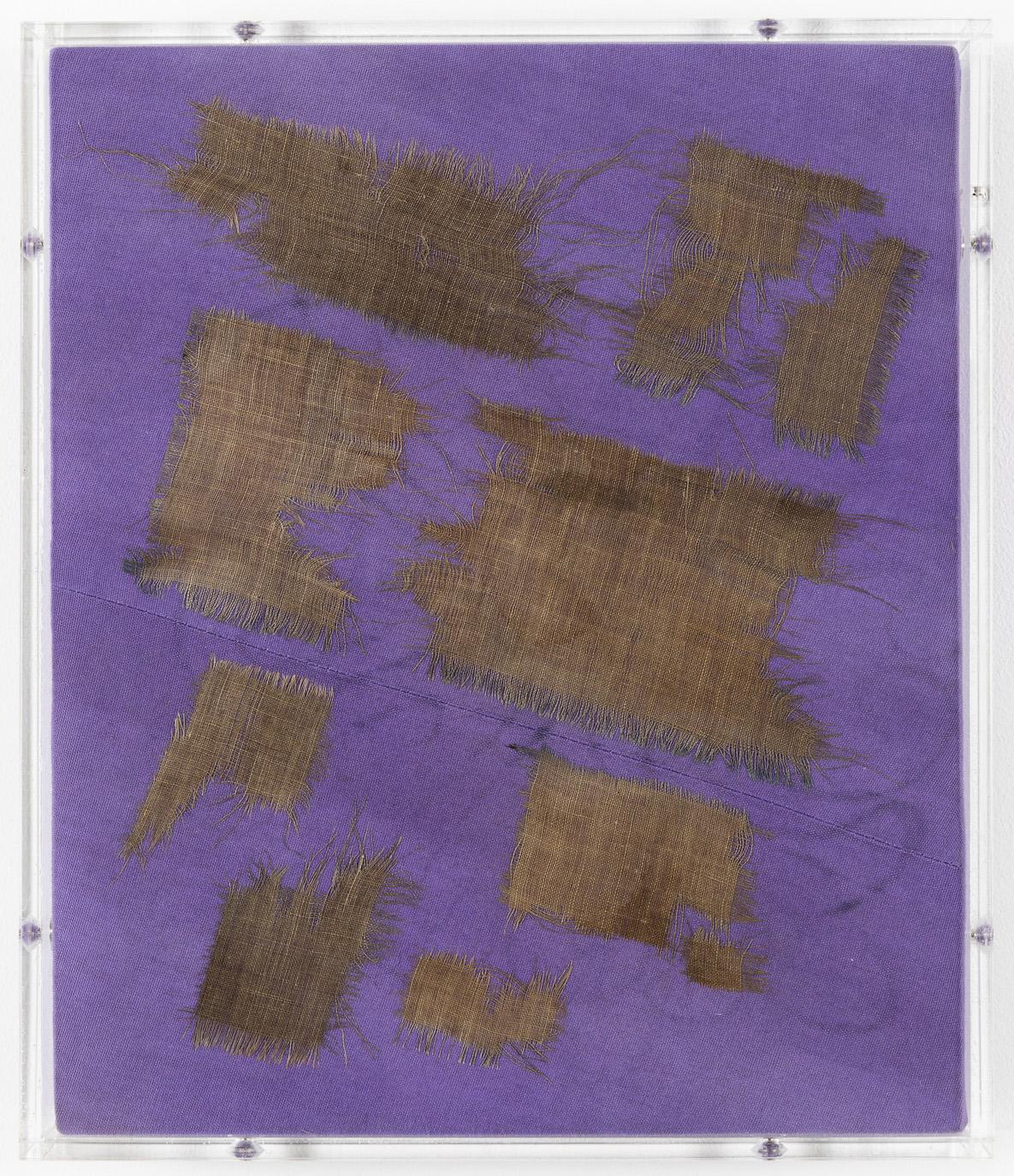 Minimal Information Purple, 2020. Textile in artist's frame (plexiglass, wood and aluminum), 31 x 26,5 x 4,5 cm