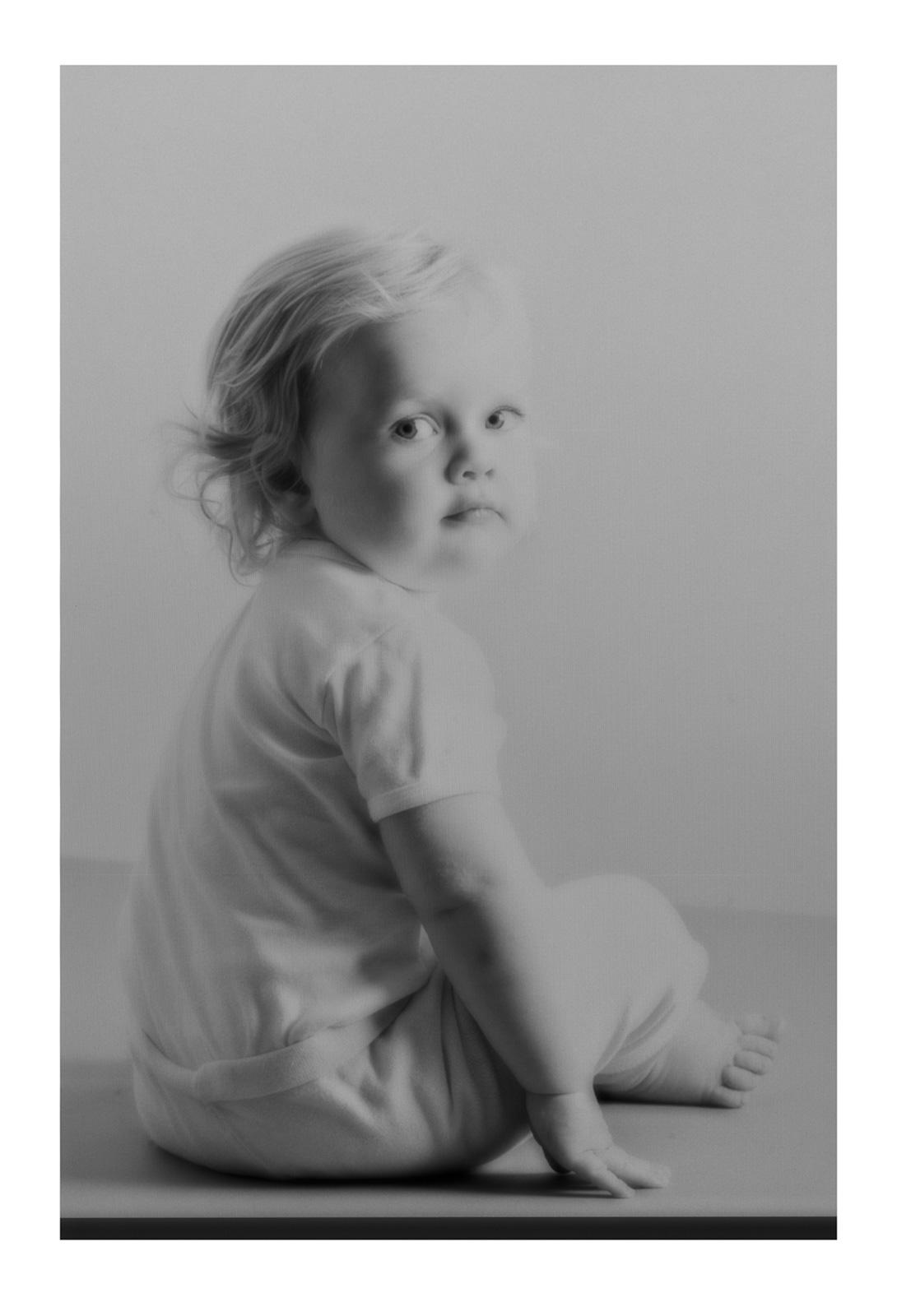 Her apples, your eyes, 2021, Archival inkjet print, 100 x 69 x 4,2 cm (framed), Ed. 5 + AP