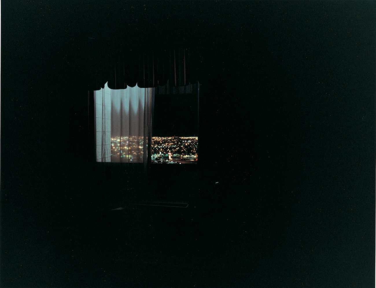 driving all night (hotel window), 2000, C-print, 99,5 x 125 cm