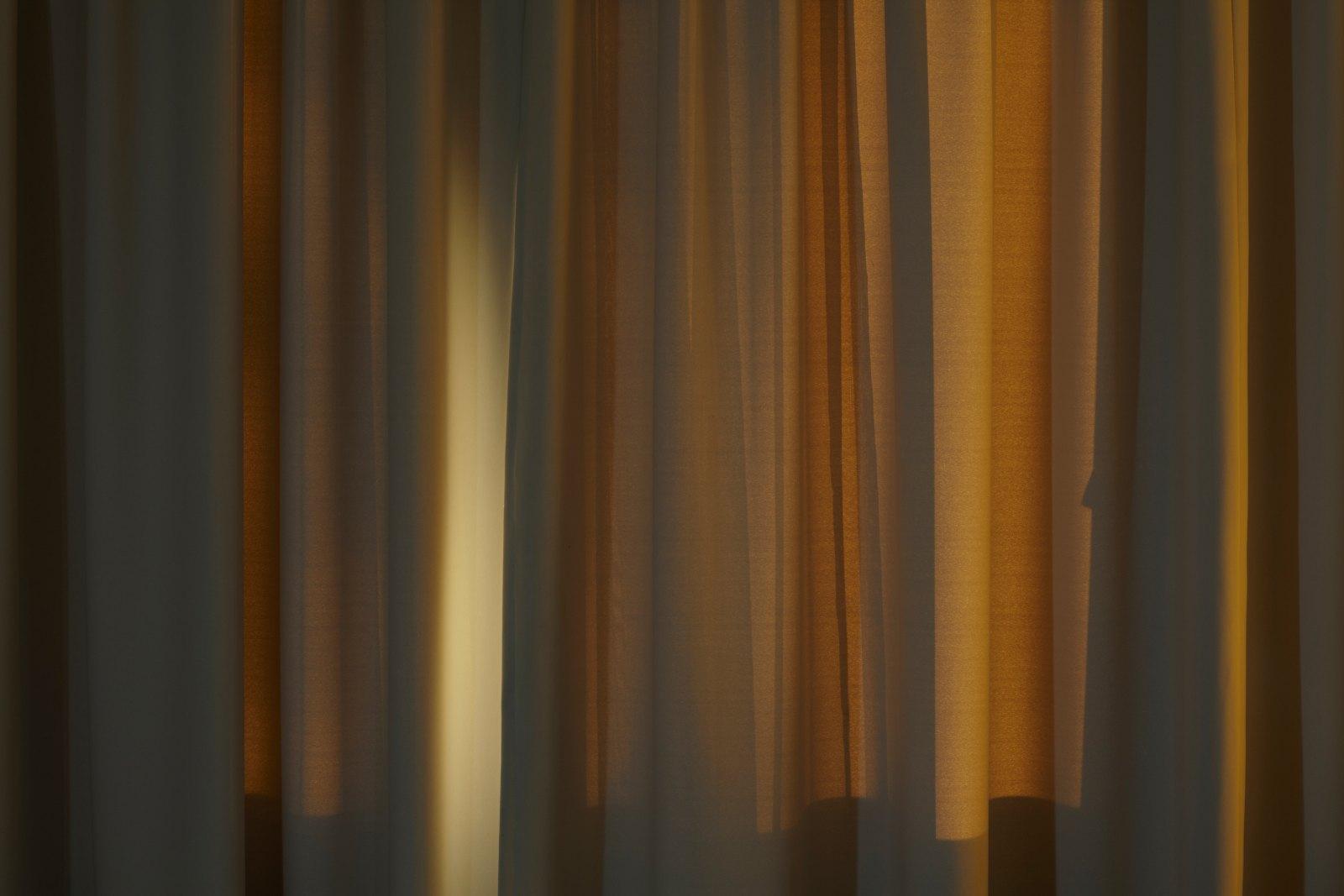 Sun setting on grey curtains, 2010, giclée print, aluminium, 124,4 x 186 cm. Ed. 5