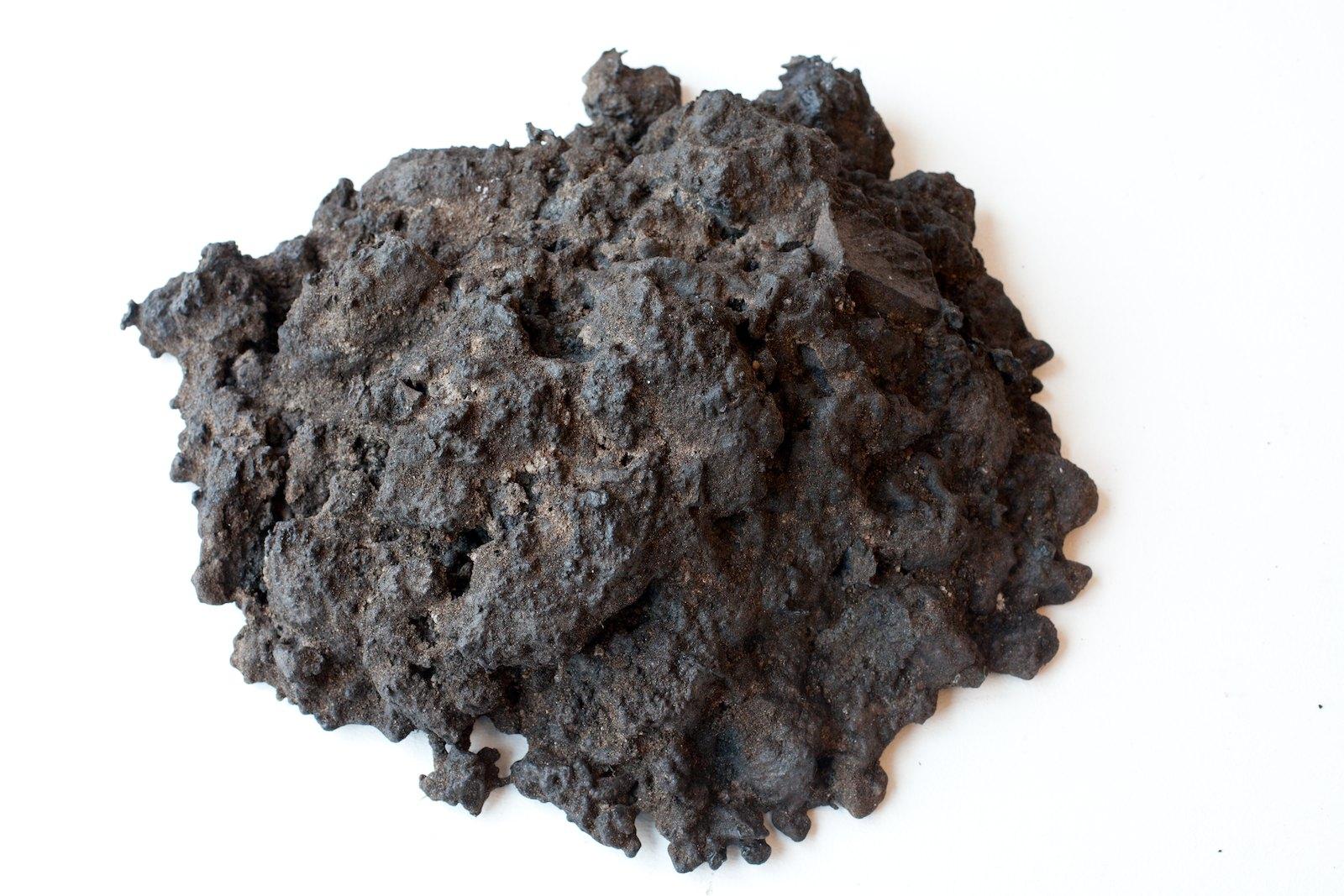 Sorkhög (Molehill) #18, 2011m, 14 x 38,5 x 35,5 cm, bronze, unique