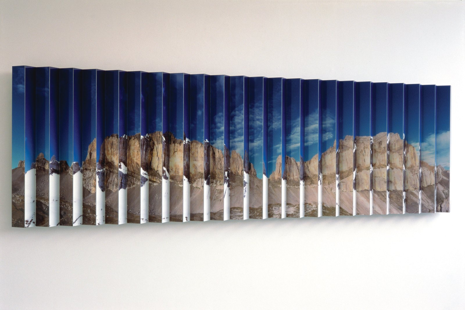 Walk-through landscape, 2000, photo's, perspex, aluminium, 100 x 337 cm