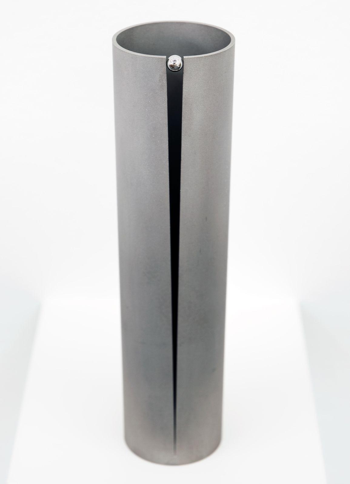 Glide, 2008, stainless steel, 16,5 x Ø 4 cm