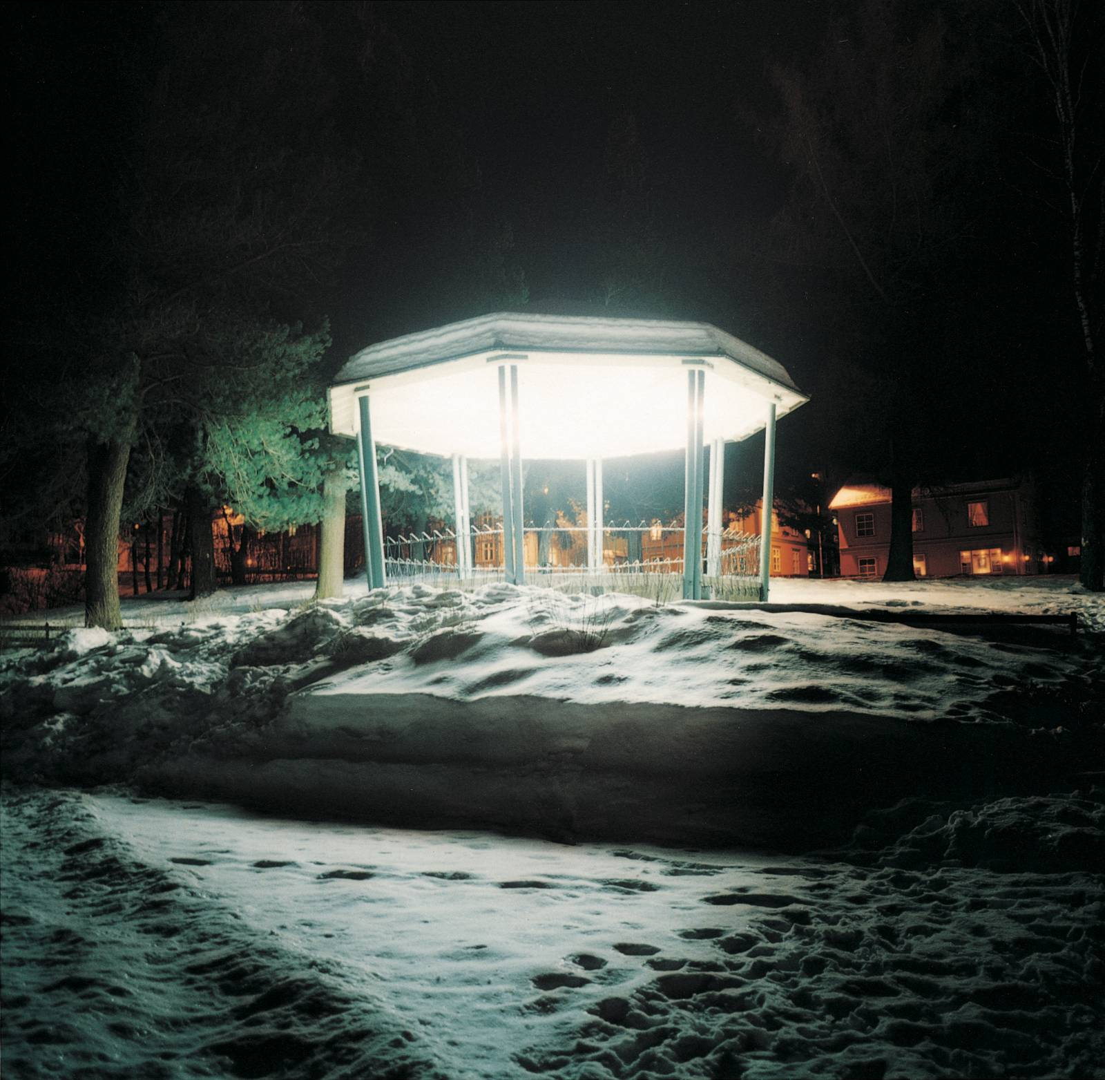 You Should Have Left the Light On, 2002, C-print, 100 x 100 cm