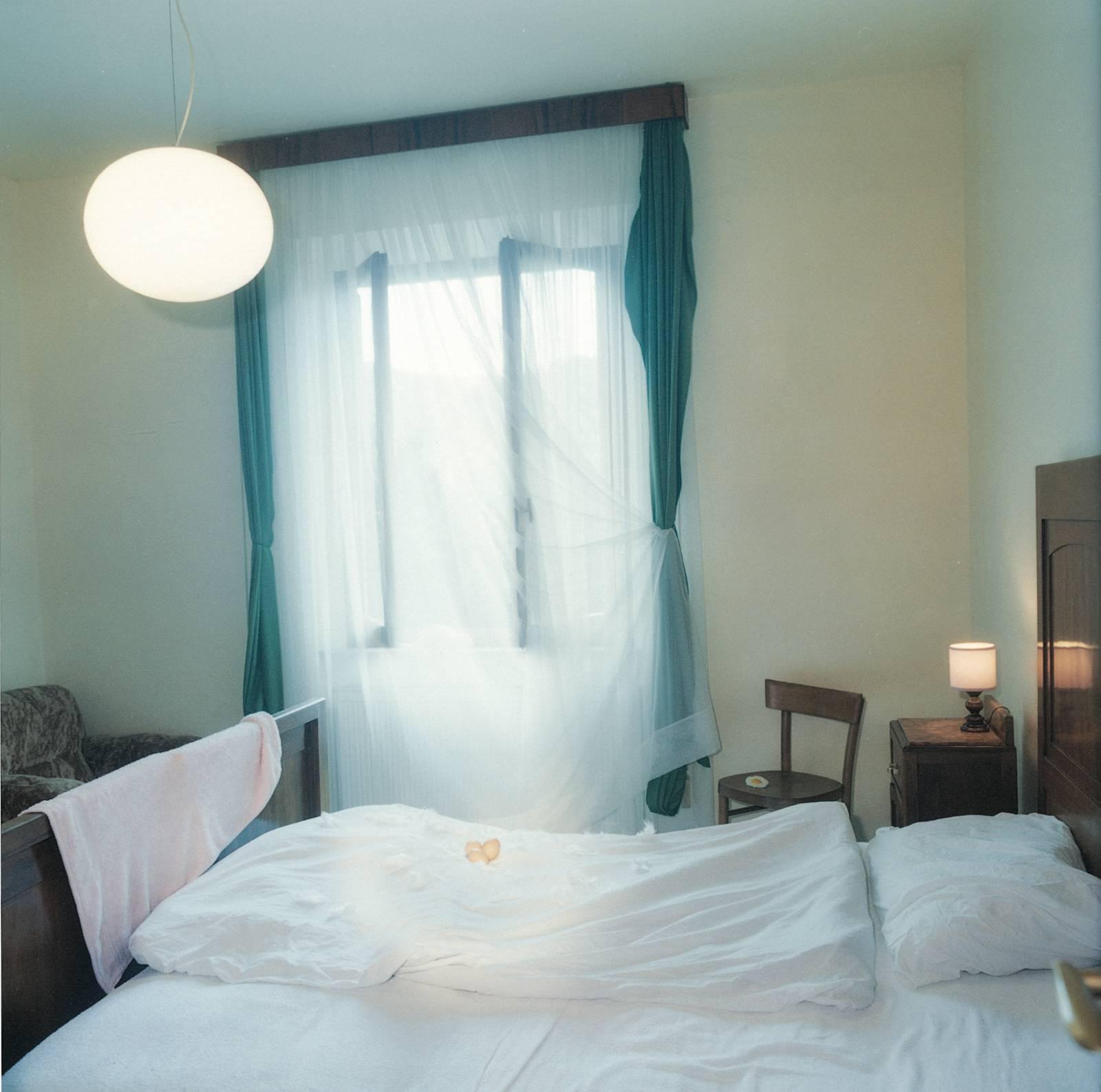 The Bedroom, 2002, C-print, 100 x 100 cm