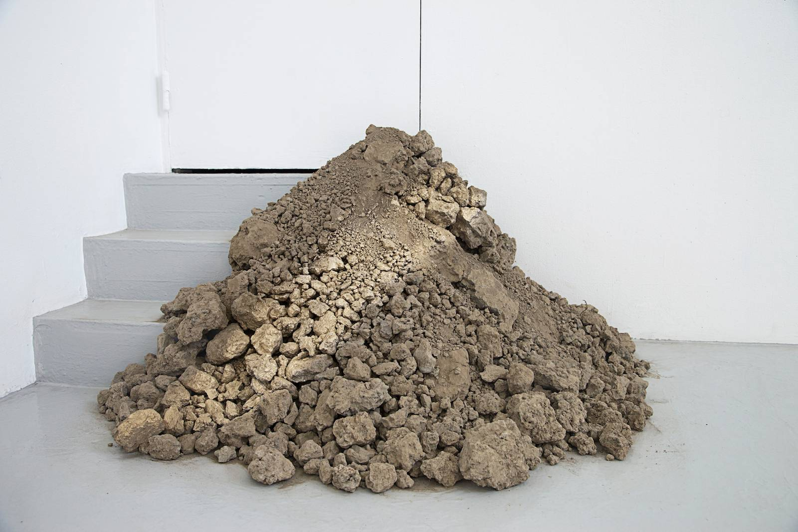 Gravel and pebbles, 2014. Installation view, The body does not forget, Galleri Mejan, Stockholm, 2014