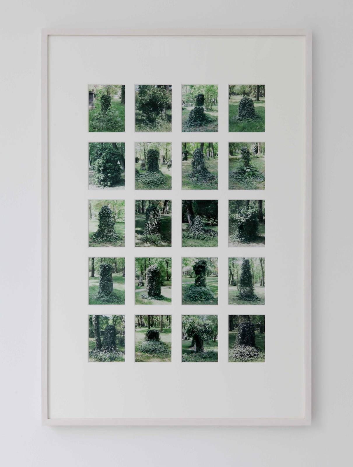 Alter Nordfriedhof, 2007-2011, photographs in artist's frame, 63,5 x 93,5 cm, edition of 5