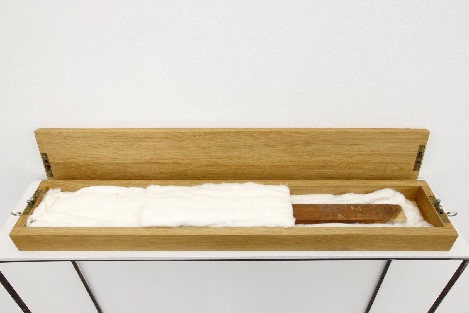 Georg Herold, Latte in Watte, 1979/1989, Cotton, wood, 100 x 8 x 12 cm