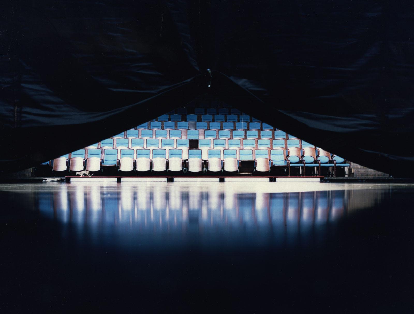 Stage curtain, 2016, C-print, 80 x 100 cm, ed. 5