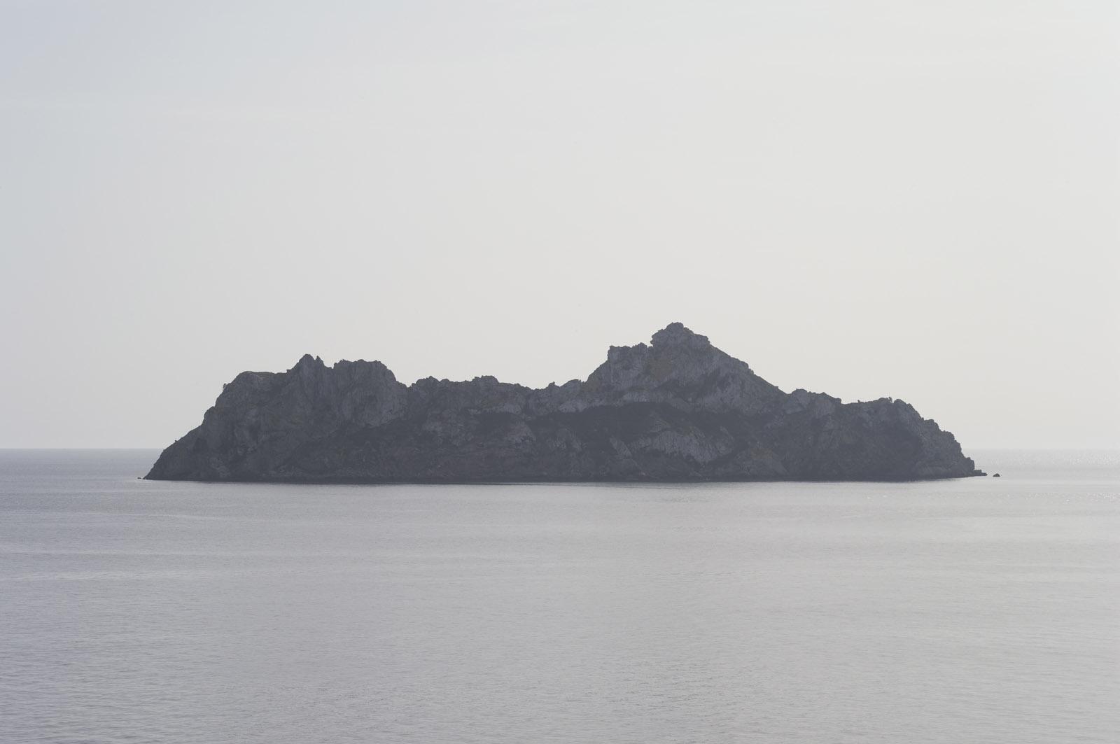the island, 2015, archival inkjet print mounted on aluminum, 112,5 x 169 cm, ed. 5 + AP