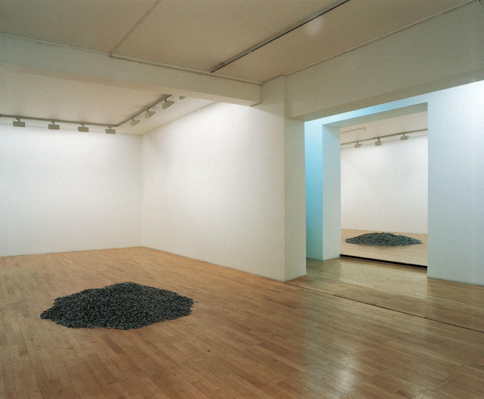 Dan & Wolgers, 1993, Chain, size variable, installation view Galleri Riis, 1993