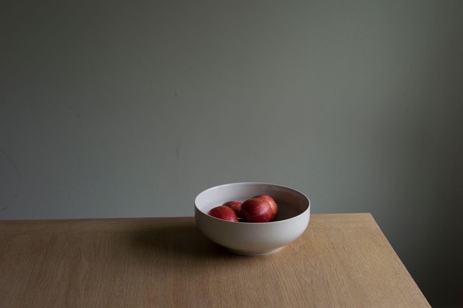 your table, my apples, 2016, archival inkjet print, 78 x 117 cm, ed. 5 + AP
