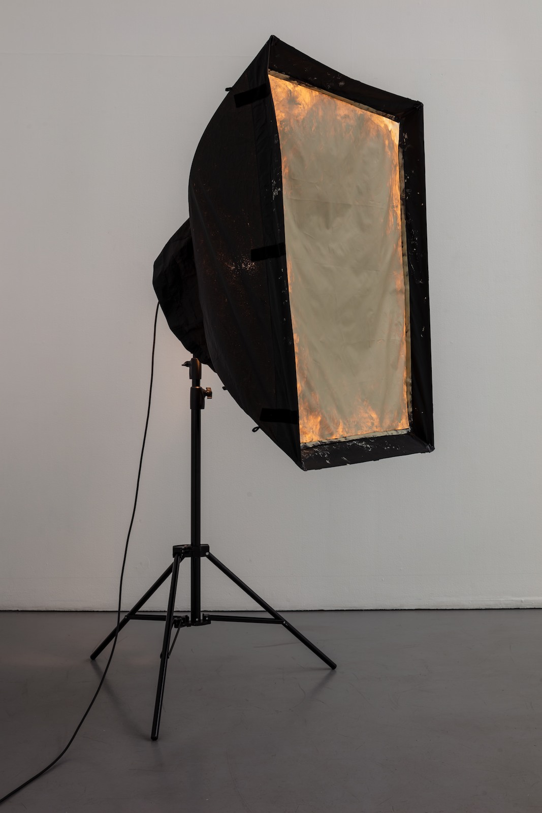 Softbox, 2016, softbox, studio light, tripod and acrylic on screenprint mesh, 210 x 90 x 100 cm