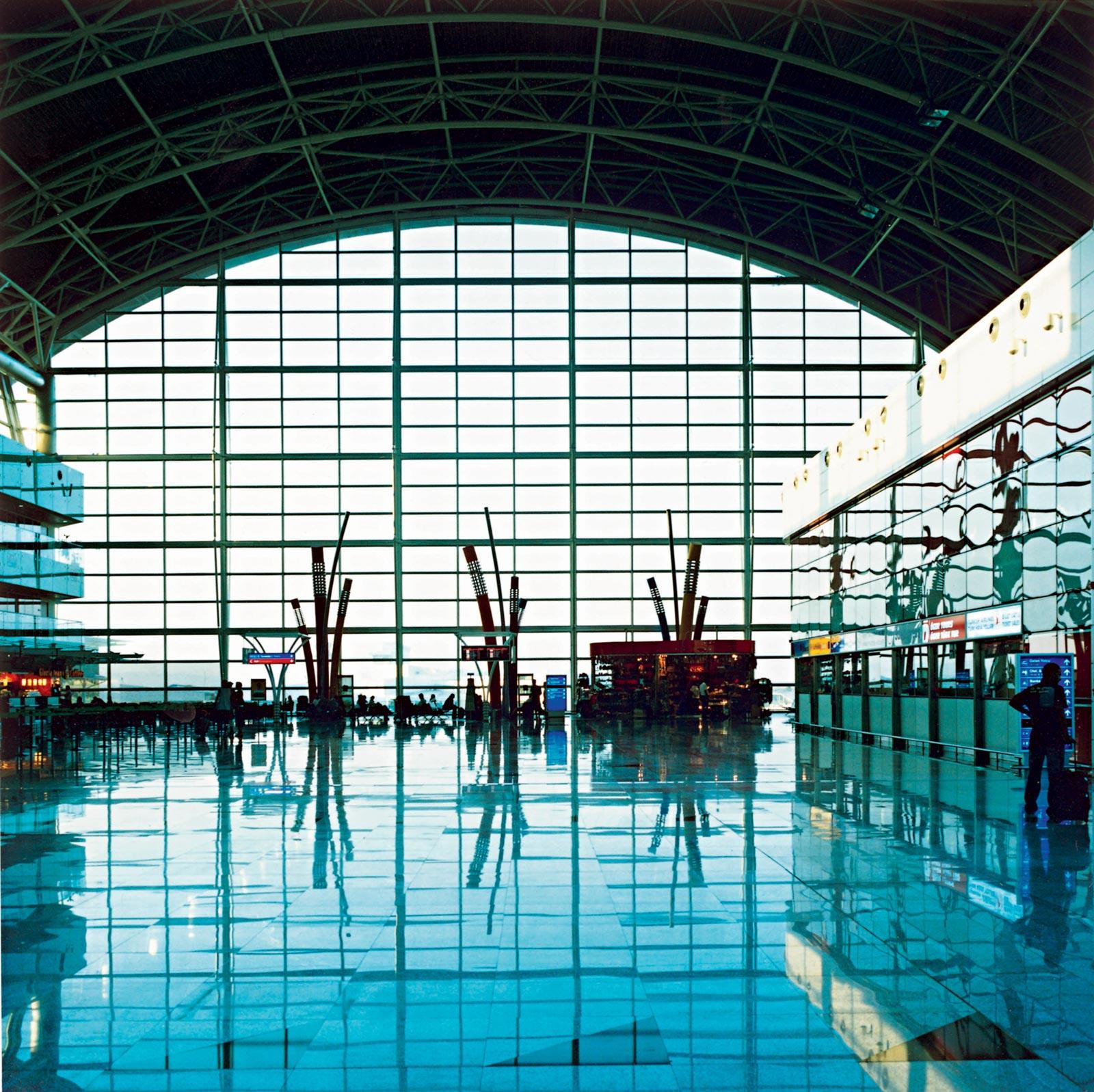 Izmir Airport 07:10, 2008, C-print, 110 x 110 cm