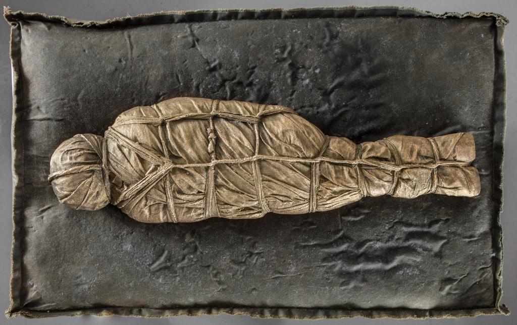 Mummy, 2018, patinated bronze, 46 x 14 x 7 cm