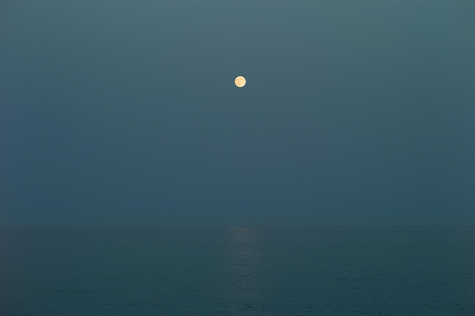 Månen, havet og jeg, 2017. Archival inkjet print, 90 x 140 cm, ed. 5 + AP