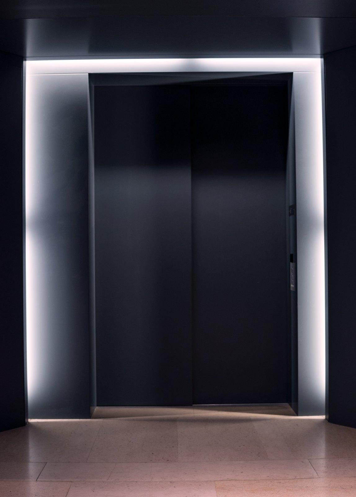 Entrance, 2017/2019. Archival inkjet print, 99,5 x 69,8 cm. Ed. 5 + 1AP