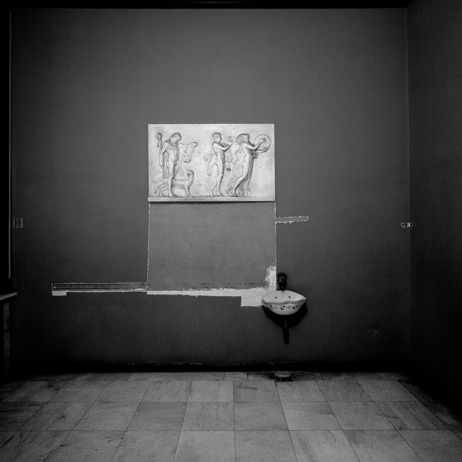 "From the portfolio ""Villa Wannsee – Melanchioly Grandeur"", 1988, ink-jet print, 42.5 x 42.5 cm"
